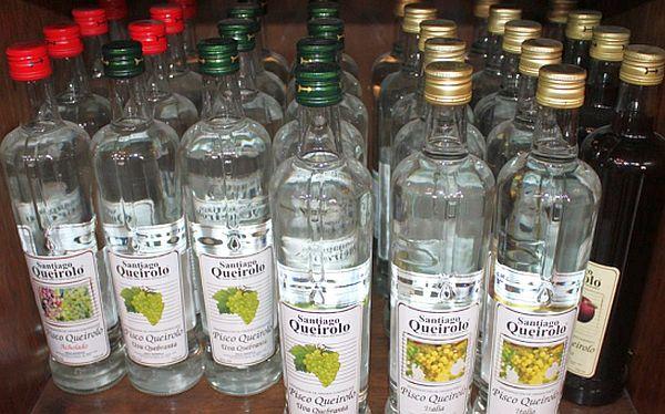 variedad de licores nacionales e importados piscos